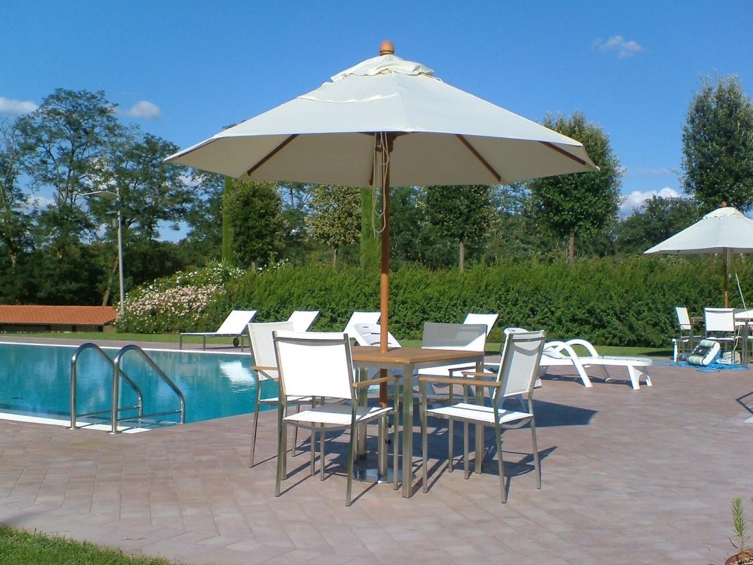 giardino con piscina a Siena 1