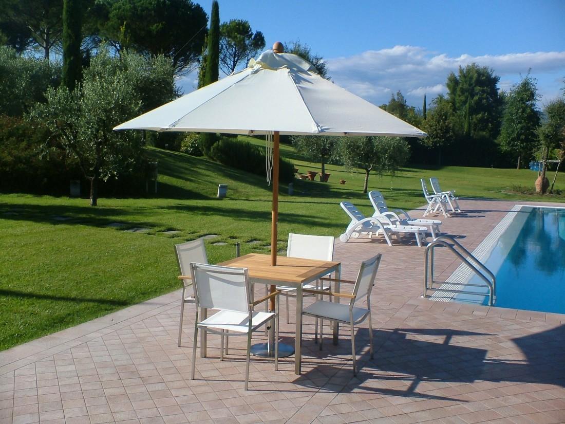 giardino con piscina a Siena 4