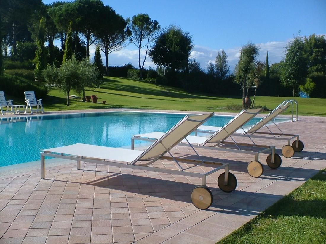 giardino con piscina a Siena 5